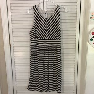 Dresses - Adorable like new Loft keyhole striped dress Large